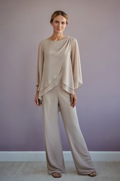 A stunning asymmetrical swing top in Jade chiffon with a boat neckline, flowing sleeves and pants. Beaded appliqué on one shoulder. Mother Of The Bride Dresses Long, Mother Of Bride Outfits, Mothers Dresses, Grooms Mother Dresses, Mother Of The Bride Looks, Wedding Pantsuit, Kaftan, Mob Dresses, Chiffon Dresses