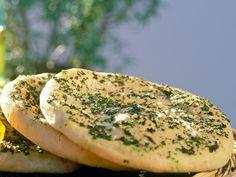 Viele verbieten sich den Genuss von frischem Brot: Zu viele Kohlenhydrate und dazu noch Gluten. Das Cloud Bread kommt da als neuester Foodtrend wie gerufen!
