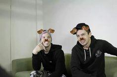 Josh Dun, Tyler Y Josh, Twenty One Pilots, Twenty One Pilot Memes, Emo Bands, Music Bands, Fall In Luv, Mikey Way, Pete Wentz