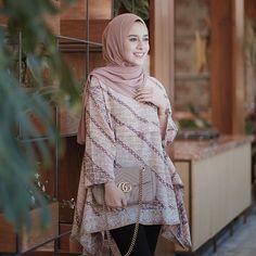 AGHNIÁ(@aghniapunjabi) - Instagram photos and videos Muslim Fashion, Modest Fashion, Hijab Fashion, Fashion Outfits, Women's Fashion, Fashion Sewing, Batik Kebaya, Batik Dress, Kebaya Lace