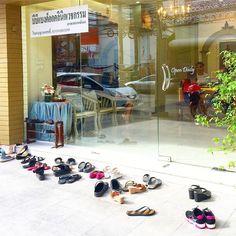 Ai miten niin vain Suomessa riisutaan kengät kun mennään sisään? #phuket #thaimaa #thailand #futuremarja #loma #holiday #shopping