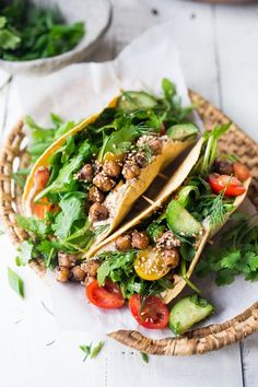 20 Healthy Chickpea Recipes! Like these Middle Eastern Salad Tacos with spiced chickpeas, hummus and a mound of lemony salad, topped with fresh herbs and scallions. Vegan Chickpea Recipes, Vegetarian Recipes Dinner, Vegan Recipes Easy, Whole Food Recipes, Veggie Dinner, Vegan Meals, Dinner Recipes, Middle Eastern Salads, Middle Eastern Recipes
