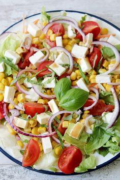 Sałatka z fetą, pomidorkami, kukurydzą i mixem sałat | Tysia Gotuje blog kulinarny