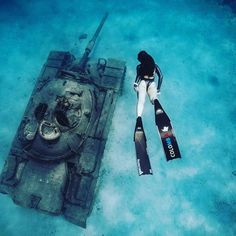Can you come up with a good caption for the photo? Repost from by Kristin Kuba . Underwater Life, Underwater Photos, Underwater Photography, Underwater Shipwreck, Padi Diving, Scuba Diving, Diving School, Scuba Girl, Cool Captions