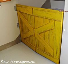 Bifold Barn Door Baby Gate For Small Stair Landing, Built By Sew Homegrown, Building Plan Design By Remodelaholic Baby Gate For Stairs, Barn Door Baby Gate, Stair Gate, Diy Barn Door, Diy Stair, Gate 2, Baby Door, Diy Dog Gate, Diy Baby Gate