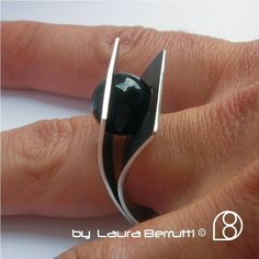 Esterlina curvado anillo con piedra de Onix por LauraBerrutti