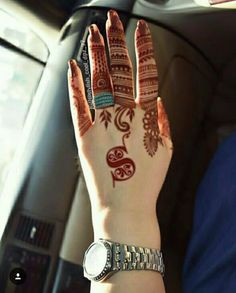 As Rakshabandhan 2019 is Coming, and colleges have started, Here's an article on Henna Mehndi Designs which you can easily pull off to college. These are not too difficult, you will find som… Finger Henna Designs, Henna Art Designs, Mehndi Designs For Girls, Modern Mehndi Designs, Dulhan Mehndi Designs, Mehndi Design Pictures, Wedding Mehndi Designs, Mehndi Designs For Fingers, Latest Mehndi Designs