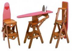 Escalera-mesa para planchar, encuentra más opciones para decorar espacios pequeños con muebles multiusos aquí...http://www.1001consejos.com/muebles-multiusos/