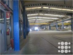 REF. P3080 - Nave industrial situada en Sant Esteve de Sesrovires con una superficie total de 9.392m². Cuenta con 3 puertas tipo TIR, 4 muelles de carga, 6 puentes grúa, suministros de luz, agua y gas, instalaciones de aire comprimido, sprinklers, montacargas, amplio patio de 7000m², vigilancia en todo el recinto y un edificio anexo de oficinas con parking en planta semisótano.