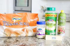 Easy garlic parmesan dinner rolls that anyone can make! Homemade rolls from Rhoades frozen dough. Delicious and so easy! These rolls are the best. Easy Homemade Rolls, Best Homemade Biscuits, Rhodes Dinner Rolls, Rhodes Rolls, Frozen Dinner Rolls, Quick Rolls, Garlic Rolls, Vegan Cinnamon Rolls, Dinner Rolls Recipe