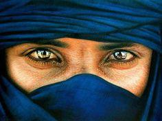 Targui >>Touareg Plus Beautiful Eyes, Beautiful People, People Around The World, Around The Worlds, Tuareg People, Arabian Nights, North Africa, Mail Art, Belle Photo