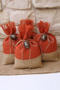 Bolsas de arpillera regalo Set de cuatro caída por FourRDesigns                                                                                                                                                     Más
