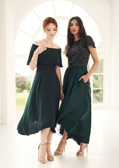 Gorgeous forest green bridesmaid tones...