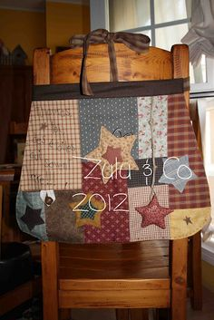 Zulu and Co Primitive Quilts, Primitive Crafts, Zulu, Fabric Crafts, Diy Crafts, Sewing Projects, Projects To Try, Country Quilts, Handmade Purses