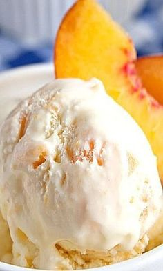 This sweet and tasty homemade peach ice cream is a simple, yet delicious way to celebrate your summer! This sweet and tasty homemade peach ice cream is a simple, yet delicious way to celebrate your summer! Ice Cream Treats, Ice Cream Desserts, Ice Cream Party, Köstliche Desserts, Frozen Desserts, Ice Cream Recipes, Delicious Desserts, Dessert Recipes, Frozen Treats