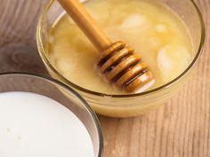 Hefemaske gegen fettige Haut  Sie kennen Hefe nur als Backzutat, nicht aber für Masken? Hefe klärt, reinigt und entfettet die Haut und hilft in der Kombination mit Sahne und Honig die Haut zu pflegen.