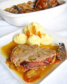 Friptura de porc impanata | Retete Culinare - Bucataresele Vesele Hungarian Recipes, Romanian Recipes, Romanian Food, Wedding Menu, Pot Roast, Steak, Food And Drink, Cooking Recipes, Beef