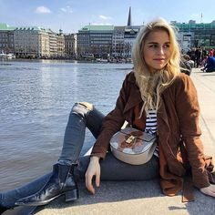 """️Last week I showed @novalanalove my city! Together with @glamourgermany (& our #glamourshoppingcard) we went shopping! Watch the video online link on my facebookpage """"Caro Daur"""""""