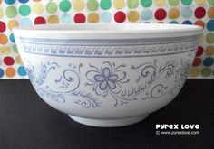 Brittany Blue 479 Bowl - I own this one!it's a huge bowl! Vintage Dishes, Vintage Pyrex, Vintage Glassware, Vintage Kitchen, Pyrex Mixing Bowls, Pyrex Bowls, Dish Sets, Kitchen Collection, Anchor Hocking