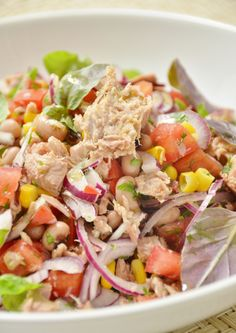Tuna salad with beans Frade I Love Food, Good Food, Yummy Food, Salty Foods, Cooking Recipes, Healthy Recipes, Portuguese Recipes, Great Recipes, Salad Recipes