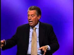 How do you become a person of confidence? John C. Maxwell shares 4 secrets to walking in confidence every day. Motivational Speakers, Motivational Videos, Inspirational Videos, John C Maxwell, Great Speakers, Les Brown, Life Journal, News Magazines, My Heritage