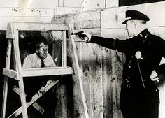 One that was not so strange, but the testing method leaves a lot to be desired. Bulletproof glass, demonstrated by the New York police, 1931 Police Test, Police Officer, Weird Inventions, Amazing Inventions, New York Police, Point Blank, Interesting History, Historical Photos, Old Photos