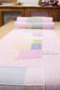 얼마전 고객분께서 외국에 선물하실거라며 8인용식탁에 맞는.. 무려3m짜리의 러너를 주문제작하셨었답니다.... Korean Traditional, Traditional Art, Modern Hanbok, Tea Cozy, Patchwork Patterns, Collage Art, Fabric Design, Needlework, Projects To Try