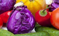 E se la cromoterapia funzionasse anche nei regimi alimentari? Non è un'utopia ma è proprio il principio su cui si basa la dieta dei colori: secondo gli esperti, mangiare in relazione ai pigmenti colorati di frutta e verdura non solo aiuta a dimagrire, ma anche rimettere in forma l'organismo, protegge