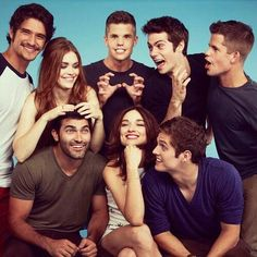 Tyler Posey, Holland Roden, Max and Charlie Carver, Dylan O'Brien, Tyler Hoechlin, Crystal Reed and Daniel Sharman behind the scenes of Teen Wolf.