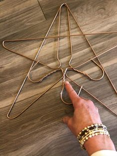 DIY Twine Star - The Shabby Tree twine. You will want to tie a knot for your starting point. Handmade Christmas Decorations, Easy Christmas Crafts, Outdoor Christmas, Christmas Projects, Simple Christmas, Wire Hanger Crafts, Wire Hangers, Dollar Tree Christmas, Dollar Tree Crafts