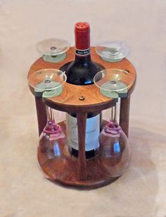 DIY - Modify for handle, Wine Glass & Bottle Caddy Pallet Crafts, Wooden Crafts, Diy And Crafts, Wine And Liquor, Wine And Beer, Wine Cork Projects, Wood Projects, Beer Bottle Crafts, Wine Caddy