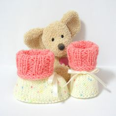 Chaussons bébé écrus et rose corail 0/3 mois Tricotmuse : Mode Bébé par tricotmuse