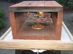 Easy DIY Outdoor-Ofen-Bastel-Labor: Tragbarer Pizzaofen Source by Portable Pizza Oven, Build A Pizza Oven, Pizza Oven Outdoor, Brick Oven Outdoor, Outdoor Bars, Wood Fired Oven, Wood Fired Pizza, Bricks Pizza, Pain Pizza
