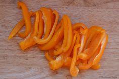 """Πεντανόστιμο φιλέτο ψαριού με λαχανικά στο φούρνο. Ένα εξαιρετικό υγιεινό φαγητό, με ελαφριά αλλά πλούσια γεύση, καθώς τα λαχανικά που ψήνονται """"καραμελοπ Fish And Seafood, Carrots, Vegetables, Carrot, Vegetable Recipes, Veggies"""