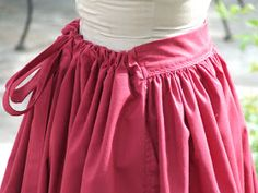 Might make a good maxi skirt pattern Show Tell Share: How to Make an Easy Pioneer Trek Skirt. i like how its flat in front but has elastic or drawstrings in the back Diy Clothing, Sewing Clothes, Clothing Patterns, Sewing Patterns, Apron Patterns, Pioneer Costume, Pioneer Clothing, Pioneer Trek, Costume Patterns