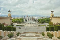 Montjuïc hill in Barcelona is the perfect getaway for anyone tired of city noises and heat and craving for some fresh air. Here's 10 things to see and do. National Art Museum, National Parks, Magic Fountain, Hotels, The Perfect Getaway, Barcelona Travel, Places To See, The Good Place, The Neighbourhood
