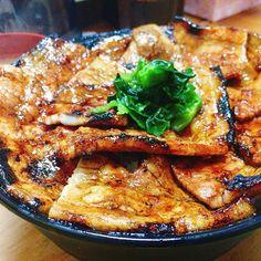 _ 寒くなってきたので、 新橋の豚大学を受験してきました。  豚丼大盛り、完食に 10分程かかってしまったけど 合格できたかなぁ。 立派な豚になれますように🐖  #東京#新橋#昼ごはん #ランチ#豚丼#豚大学 #炭水化物#肉#大盛り#美味 #おいしい#グルメ #japan#tokyo#lunch #pork#rice#meat #food#instafood #instagood#foodpic #foodporn#foodstagram #yummy#japanesefood