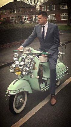 Retro Scooter, Lambretta Scooter, Scooter Girl, Vespa Scooters, Vintage Vespa, Retro Roller, Tailor Made Suits, Smart Outfit, Motor Scooters