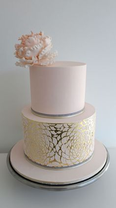 Metallic gold and pink modern cake - so chic #gold #pink