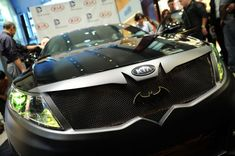 Remember last week when DC Entertainment and Kia Motors announced their fleet of Justice League-inspired cars? Well now, the dynamic duo has revealed their first automobile in the lineup, Batman's Kia Optima SXL, which is on display today at New York Comic-Con.