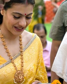 The festival of Dussehra , which celebrates the victory of good over evil, was celebrated Saree Blouse Patterns, Saree Blouse Designs, Kajol Saree, Gold Jewellery Design, Gold Jewelry, Banarsi Saree, Indian Bridal Fashion, Saree Look, Indian Beauty Saree