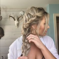 56 Updo Hairstyle Ideas & Tutorials for Wedding Do you wanna learn how to styling your own hair? Well, just visit our web site to seeing more amazing video tutorials! Sporty Hairstyles, Side Braid Hairstyles, Pretty Hairstyles, Wedding Hairstyles, Updo Hairstyle, Hairstyle Ideas, Hair Extension Hairstyles, Formal Hairstyles, Braids With Shaved Sides