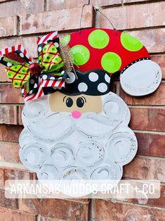 Christmas Signs Wood, Christmas Door, Christmas Wreaths, Halloween Door Hangers, Fall Door Hangers, Dog Wreath, Santa Wreath, Pumpkin Door Hanger, Santa Decorations