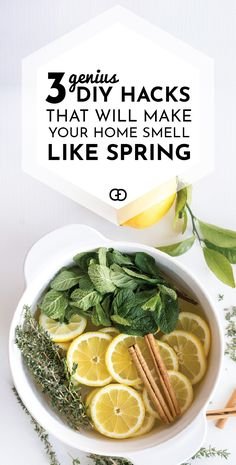 These stovetop potpourri ideas create an amazing natural homemade scent that will bring the smell of spring into your home. Homemade Potpourri, Potpourri Recipes, Stove Top Potpourri, Simmering Potpourri, House Smell Good, House Smells, House Cleaning Tips, Spring Cleaning, Fee Du Logis