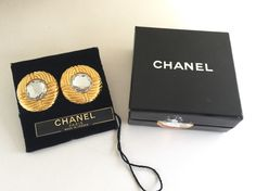 Vintage CHANEL Crystal Gold Tone Round Clip On Earrings  #vintageCHANEL #CHANEL #vintageCHANELearrings #vintageCCearrings #vintageCCCHANELearrings #CCearrings #vintageCrystalearrings #vintageSwarovskiearrings #vintageSwarovski #Swarovskiearrings