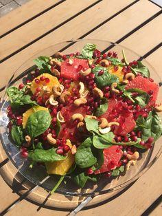 Dejlig sommer salat  Rød grapefrugt  Spinat  Appelsin Granatæble Nødder