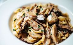 Pasta alla boscaiola con salsiccia - Ricetta della mitica pasta alla boscaiola…