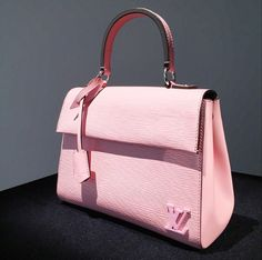 Louis-Vuitton-Pink-Epi-Tote-Bag-Pre-Fall-2015.png 510×506 pixels