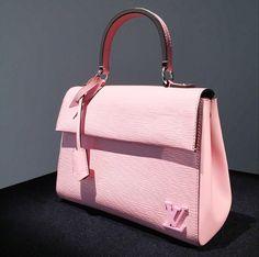 Louis-Vuitton-Pink-Epi-Tote-Bag-Pre-Fall-2015.png 510×506 pixels