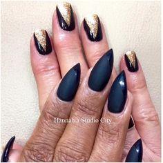 Love these matt stiletto nails with shiny tips.